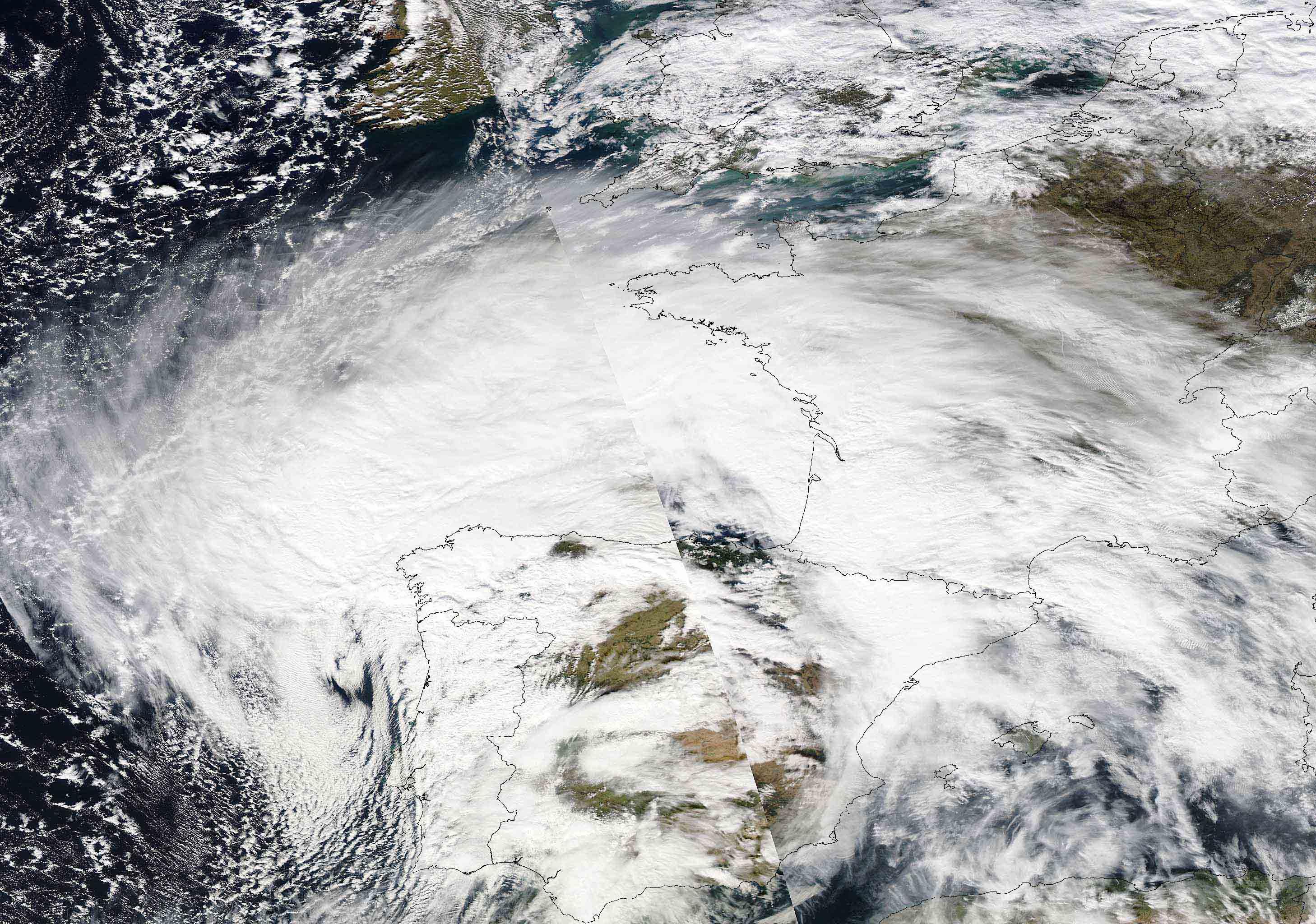 Unha cicloxénese explosiva entra desde o Atlántico na cadea de borrascas que padece Galicia.