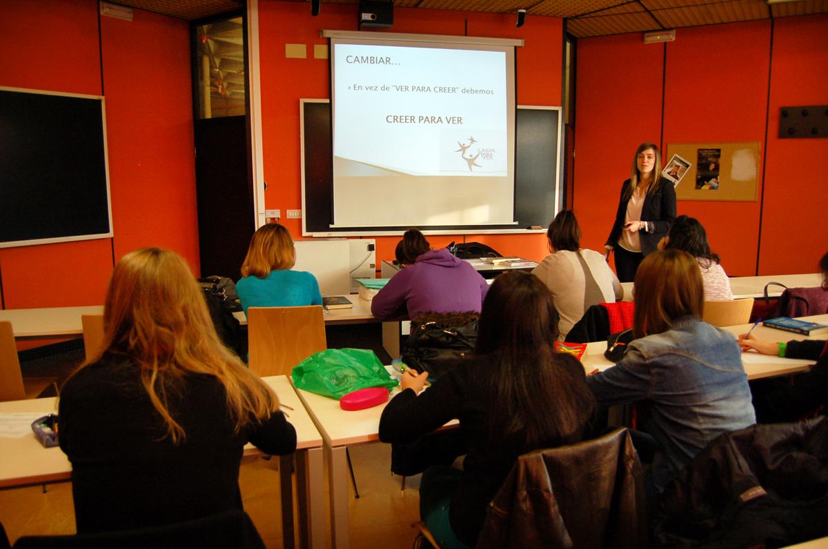 Clase de lectura rápida no campus de Ourense. Foto: DUVI.
