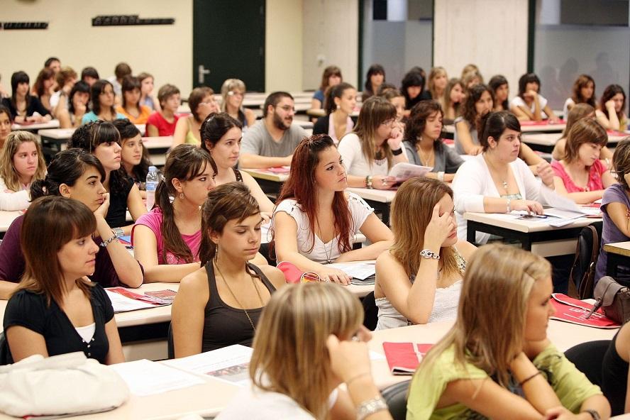 As mulleres teñen un 70% dos mellores expedientes académicos na universidade en Galicia.