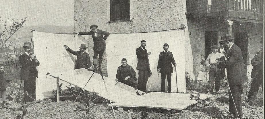 Observación da eclipse de 1912 empregando a imaxe do Sol sobre unas sabas.