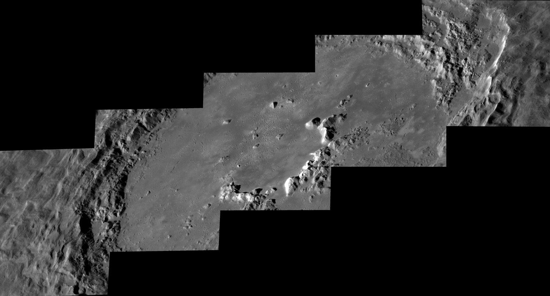 O gran cráter Hokusai en Mercurio