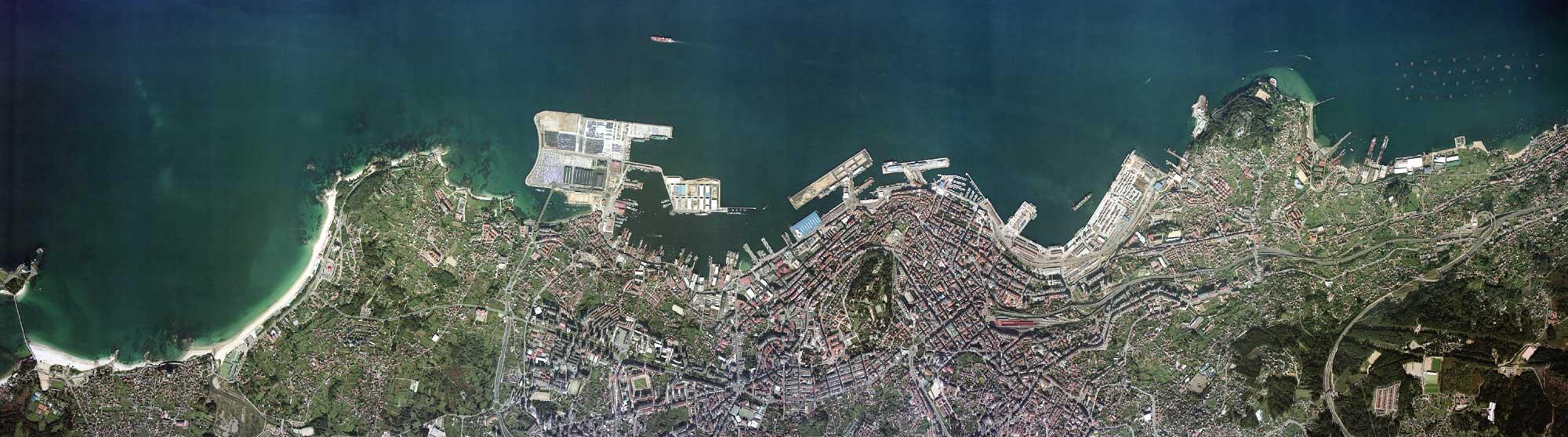Vista aérea do perfil do porto de Vigo.