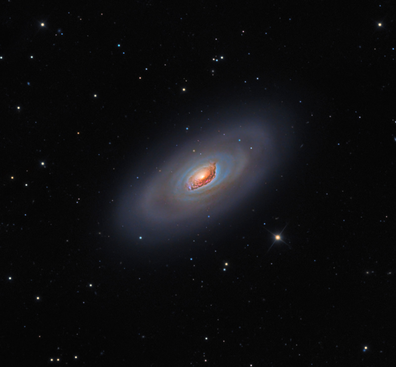 M64: a galaxia do Ollo Negro