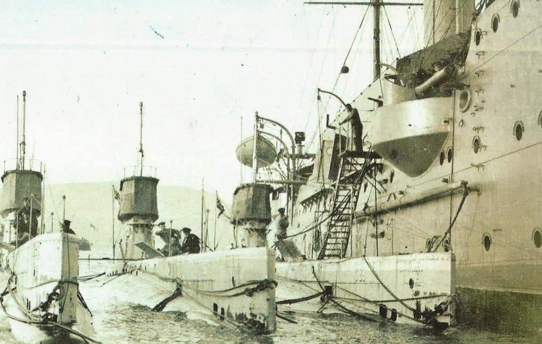 Submarinos U-boot alemáns abastecéndose no porto de Vigo na I Guerra Mundial.