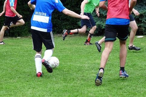 A práctica do deporte na adolescencia ten beneficios físicos e mentais.