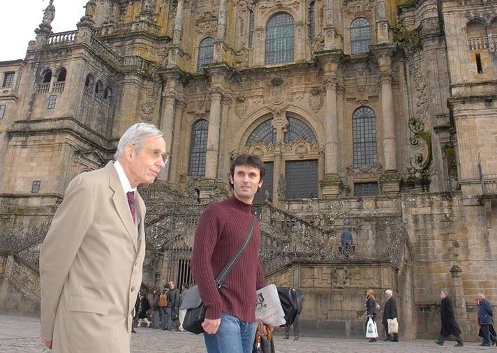 John Nash e Jorge Mira pasean polo Obradoiro en 2007.