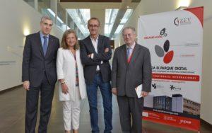 O conselleiro Francisco Conde e a delegada de Zona Franca, Teresa Pedrosa, inauguraron a conferencia internacional.