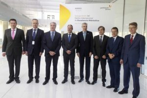 O reitor da UVigo xunto a representantes da Xunta  e de Gas Natural Fenosa.