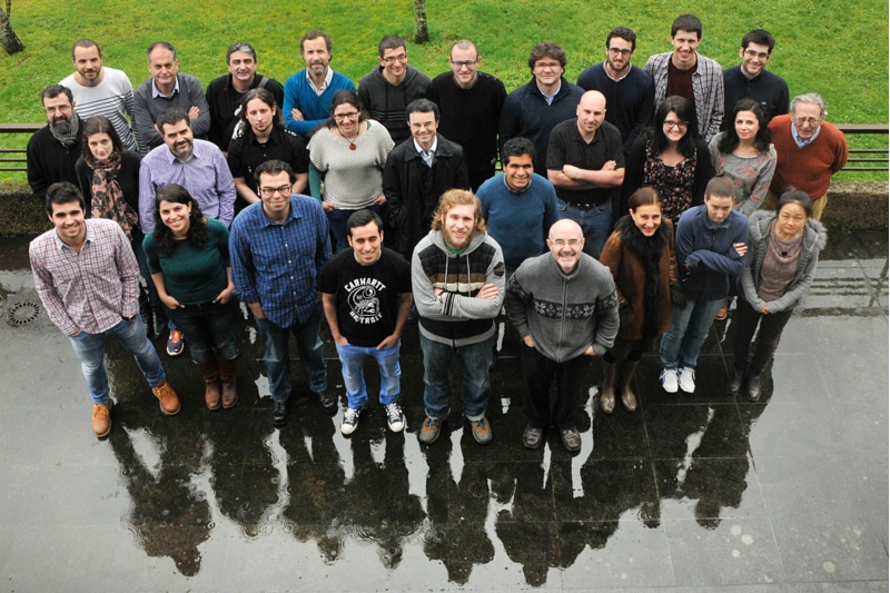 Investigadores da Universidcade de Santiago que traballan co acelerador de partículas.