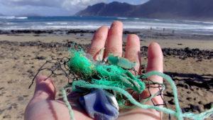 Cada ano, de 5 a 13 millóns de toneladas de plástico rematan nos océanos.