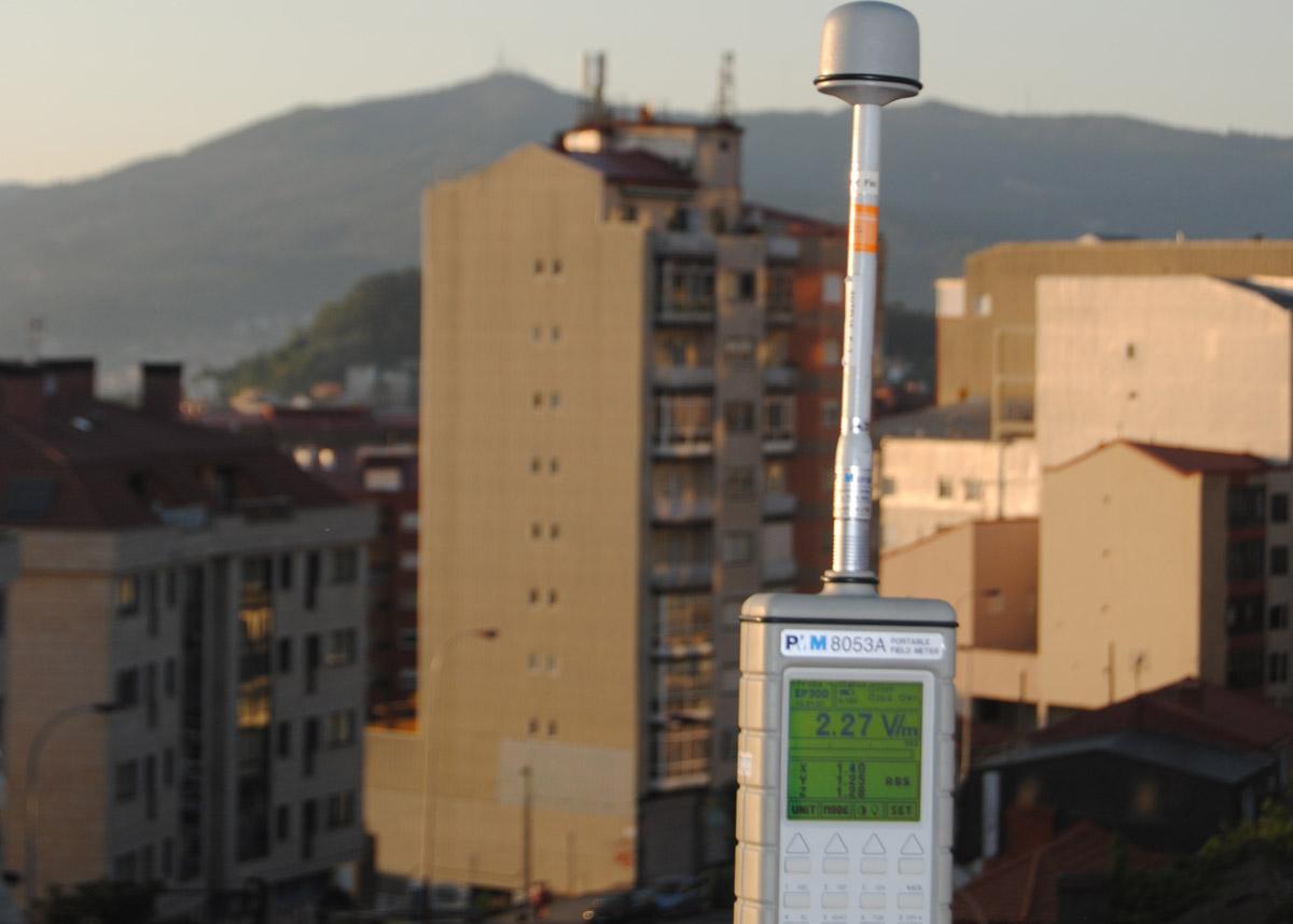 Trebello de medición de ondas electromagnéticas empregado polo laboratorio Antelia.