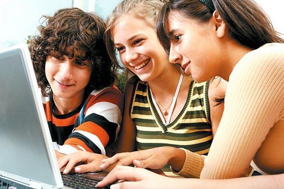 A meirande parte dos fogares controla o acceso a Internet dos nenos.