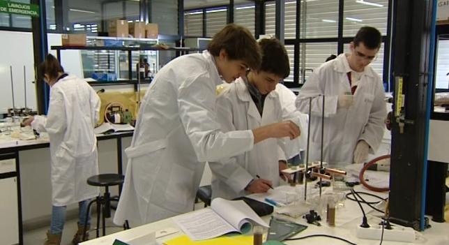Só un 8,5% dos universitarios cursa estudos STEM.