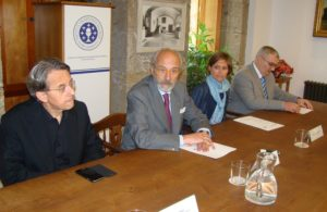 O coordinador do CSIC en Galicia, Eduardo Pardo de Guevara e autoridades na presentación do libro.
