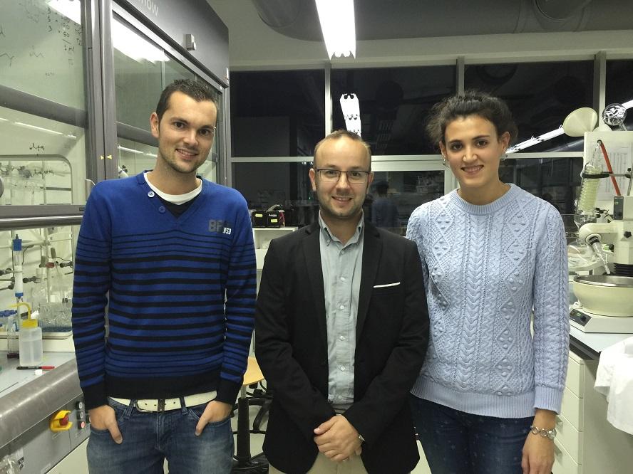 Javier Montenegro, xunto a Marisa Juanes e Juan Priegues, os seus colaboradores