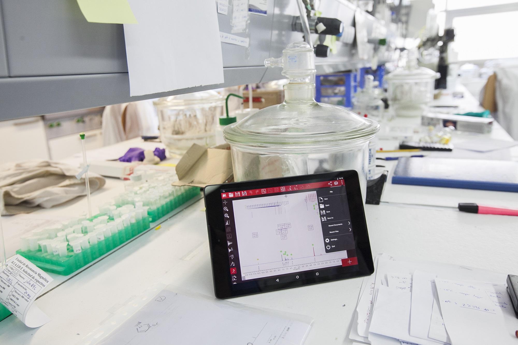 Tablet deseñada por Mestrelab para a análise de espectros de RMN