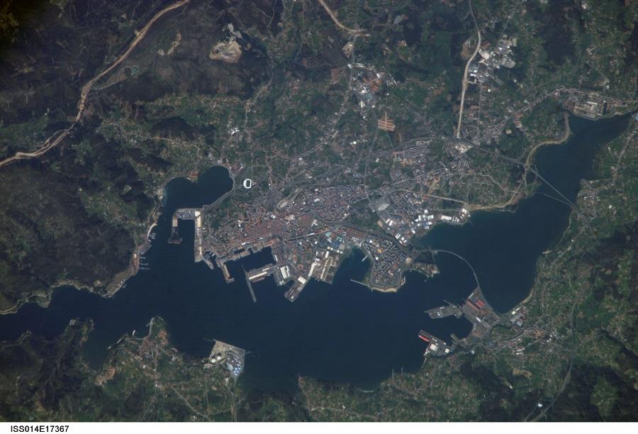 Ferrol e a súa ría, nesta fotografía dende o espazo tirada no 2007 dende a ISS.