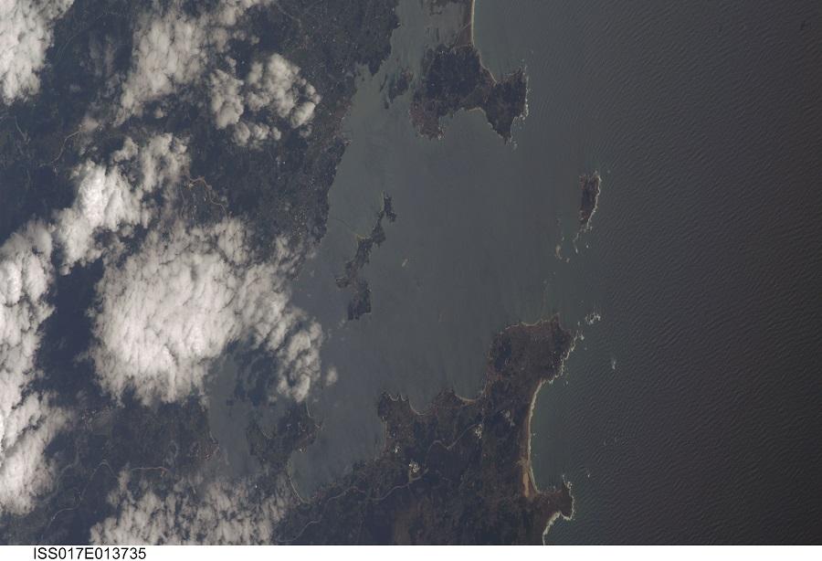Sálvora e Illa de Arousa fotografados pola Estación Espacial Internacional no 2007.