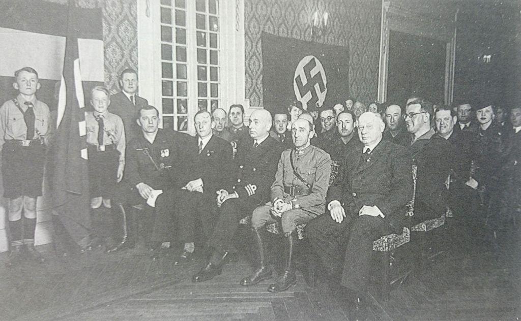 Xerarcas nazis co comandante militar de Vigo, Felipe Sánchez, e membros das Xuventudes Hitlerianas, nun acto en Vigo na Guerra Mundial.
