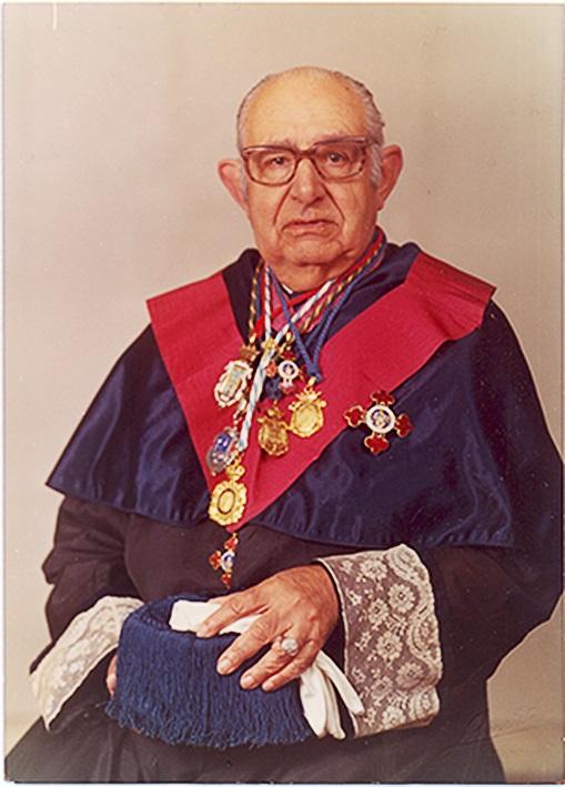 Ribas tiña distincións como a Medalla Castelao ou a Gran Cruz de Alfonso X El Sabio.