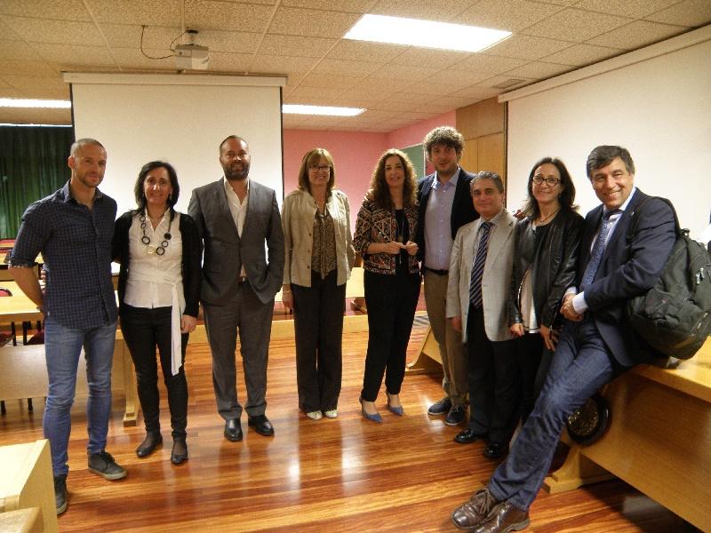 Paolo Ronza, no centro, cos directores da tese e o membros do tribunal, na Facultade de Veterinaria.