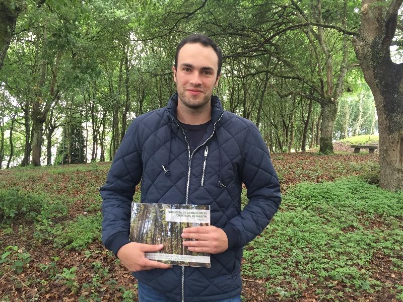 Stéfano Arellano, coa 'Foto-guía de combustibles forestais de Galicia'.