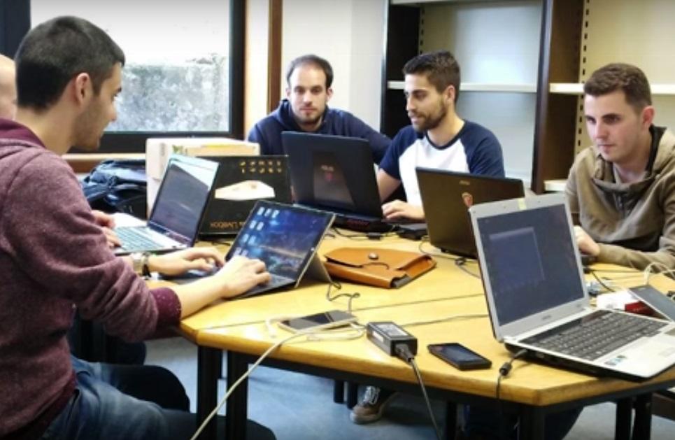 Mesa de traballo no proxecto SATEA.