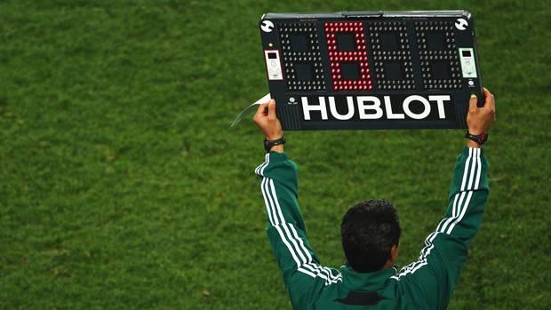 Os árbitros conceden máis tempo extra se vai perdendo o equipo de maior nivel.