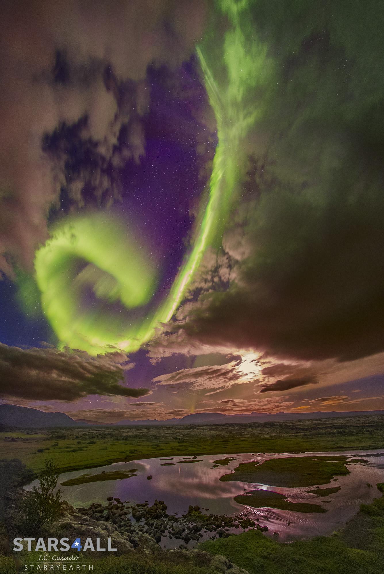 Créditos da imaxe e copyright: Juan Carlos Casado (TWAN, Earth and Stars).