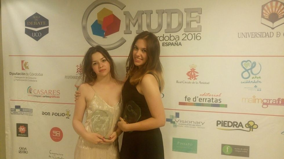 Aida González e Atenea Luana Martínez tras gañar o Campionato Mundial de Debate en Español /La Voz.
