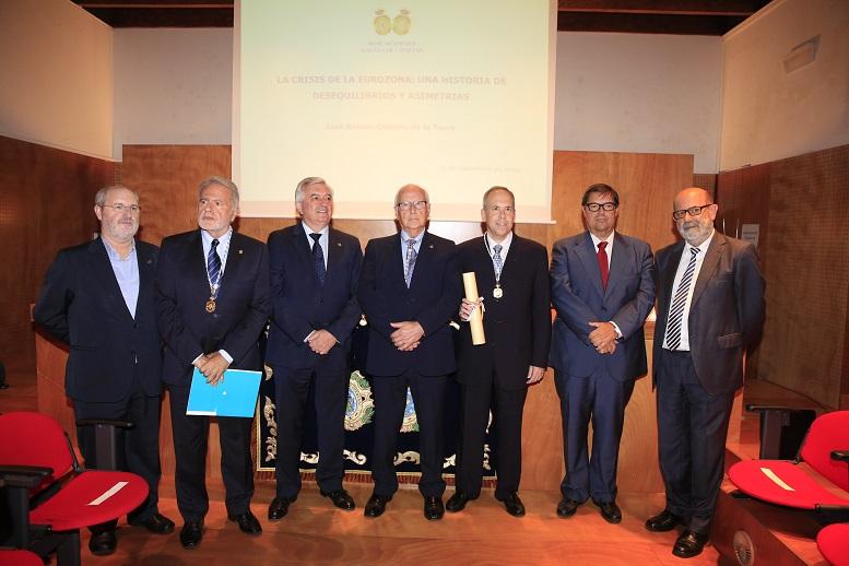 Foto de familia do ingreso de José Ramón Cancelo na RAGC.