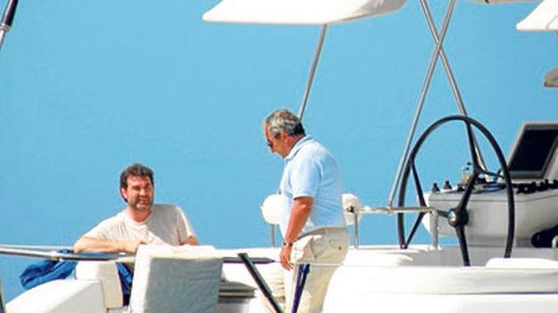 Fotografía publicada polo xornal ABC de Anxo Quintana no iate de Jacinto Rey. / ABC