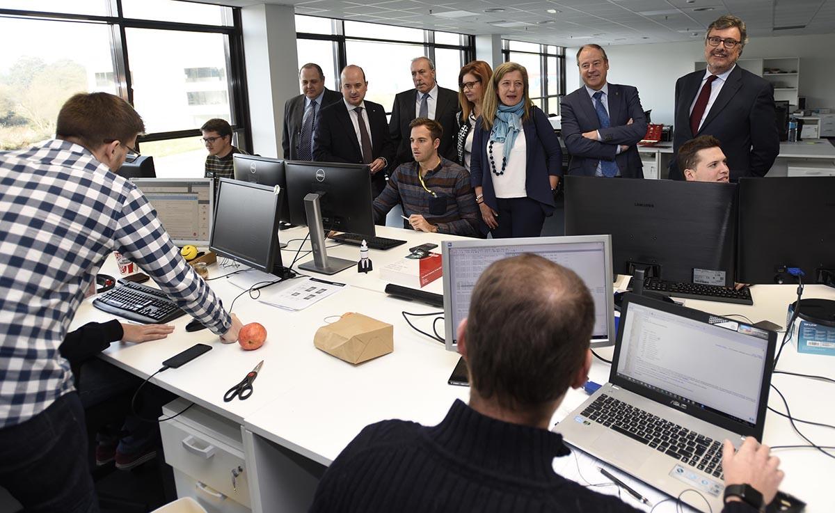 Visita do patronato ás instalacións de CINAE nas que se materializou o acordo.