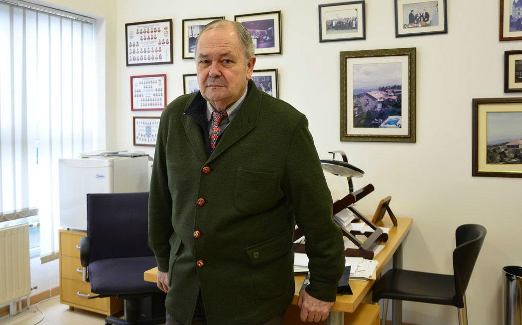 Rodríguez Ennes é decano honorífico da Facultade de Dereito de Ourense.