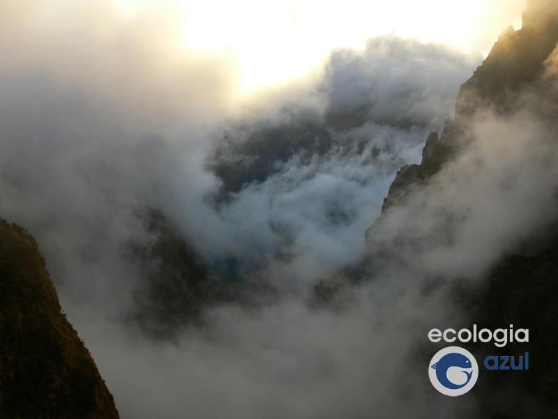 Nubes baixas entre nas montañas do interior da illa (foto: G. Mucientes)