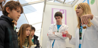 Alumnos na mostra Galiciencia 2013. Foto: Sinc