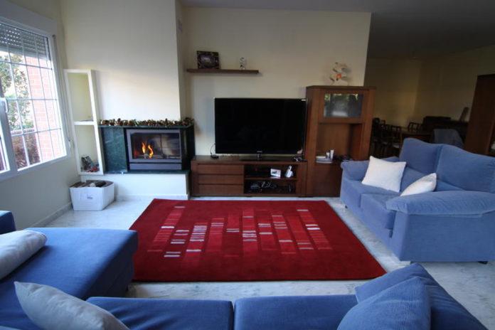 Unha alfombra decorada coa secuencia de ADN do seu propietario. Foto: Sinc.
