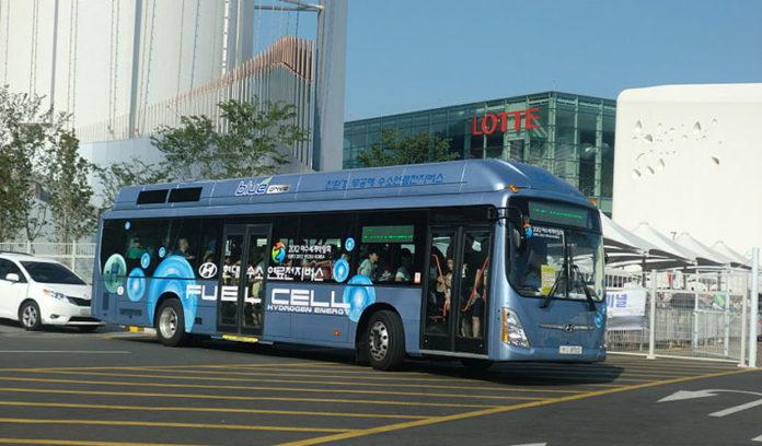 Autobús movido con motor de hidróxeno