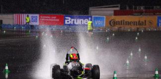 Un bólido de Fórmula Student nunha proba en Alemaña.