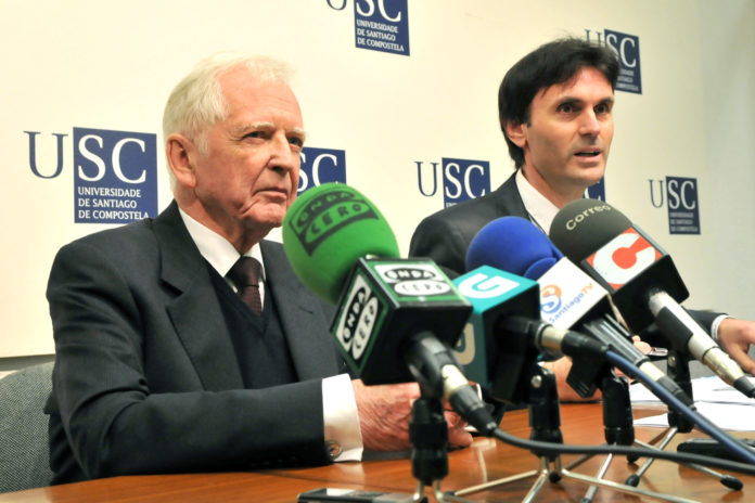 Harald Zur Hausen foi presentado polo catedrático Jorge Mira. Foto: USC.