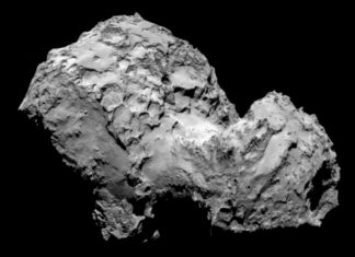 """O director de operacións da sonda Rosetta, da Axencia Espacial Europea (ESA), Sylvain Lodiot, confirmou que a nave Rosetta se encontrou co cometa 67/P Churyumov-Gerasimenko. """"Estamos aí"""", dixo Lodiot no centro de control de operacións da ESA na cidade alemá de Darmstadt (oeste do país). O encontro da Rosetta co cometa 67/P Churyumov-Gerasimenko produciuse ás 09.00 horas GMT do mércores, se ben a confirmación chegou unha media hora despois porque a nave está a unha distancia de 400 millóns de quilómetros da Terra. Previamente o director xeral da ESA, Jean-Jacques Dordain, dixo que a misión Rosetta é """"única"""" polos seus """"retos tecnolóxicos"""" e """"a precisión da súa navegación""""."""