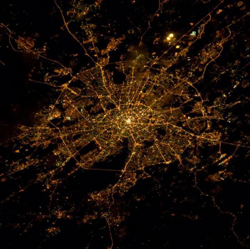 Os anéis de Moscova pola noite