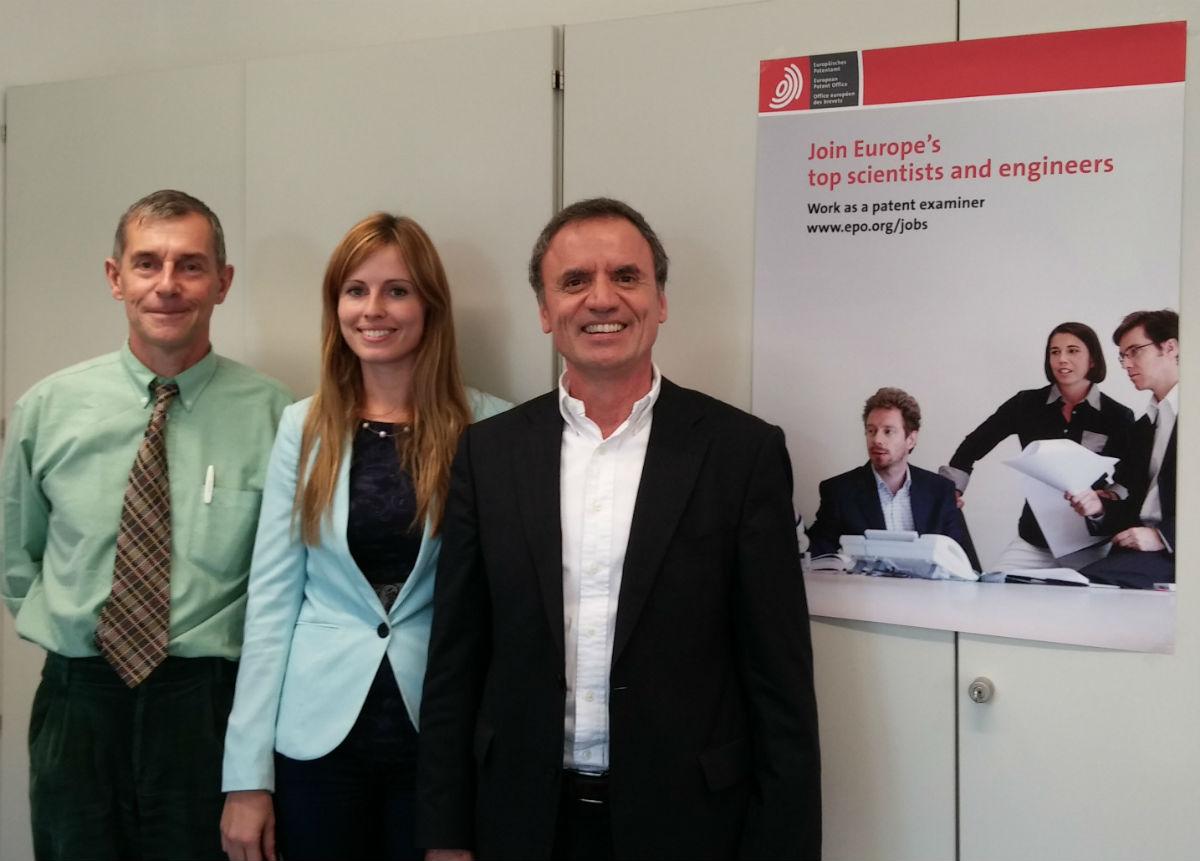 Cristophe Queeson, Noelia González e José Santacroce, examinadores da Oficina Europea de Patentes.