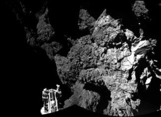 """O módulo Philae, primeiro artefacto humano que consegue aterrar sobre un cometa, """"botouse a durmir"""" sobre a superficie do asteroide por falta de batería, sen que se saiba se poderá volver espertar nin cando. Coas súas baterías esgotadas e sen suficiente luz solar para recargalas, Philae entrou en """"modo repouso"""" para un silencio potencialmente longo"""", explicou hoxe a Axencia Espacial Europea (ESA). Antes de entrar neste estado, que implica que todos os seus instrumentos e a maioría dos seus sistemas están apagados, o módulo puido transmitir valiosos datos científicos sobre o cometa 67/PÁX. Churyumov-Gerasimenko, segundo explicou a través do blog da misión Rosetta o seu responsable,Stefan Ulamec. Considerou que o aparato se teño desempeñado """"magnificamente baixo duras condicións"""", polo que se mostrou """"orgulloso do incrible éxito científico"""" que supuxo. Foto: ESA."""