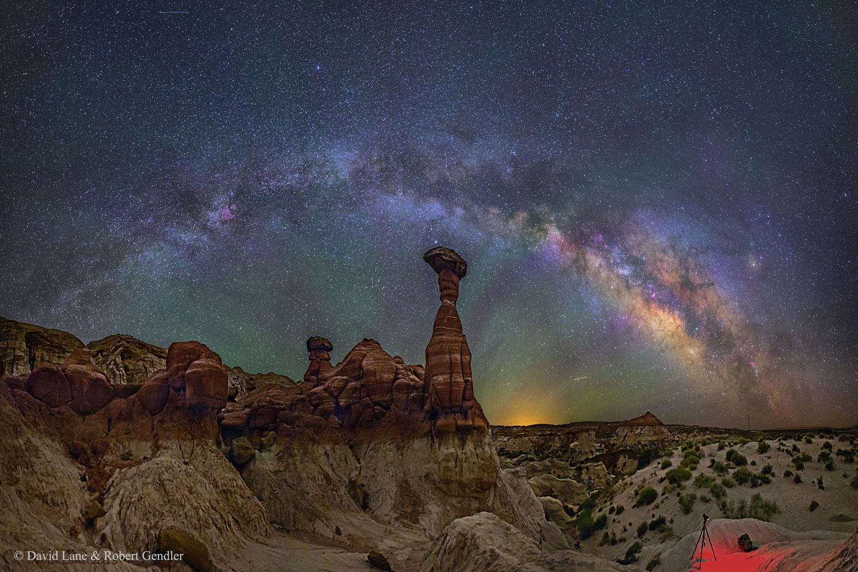 A Vía Láctea sobre os Toadstools de Arizona