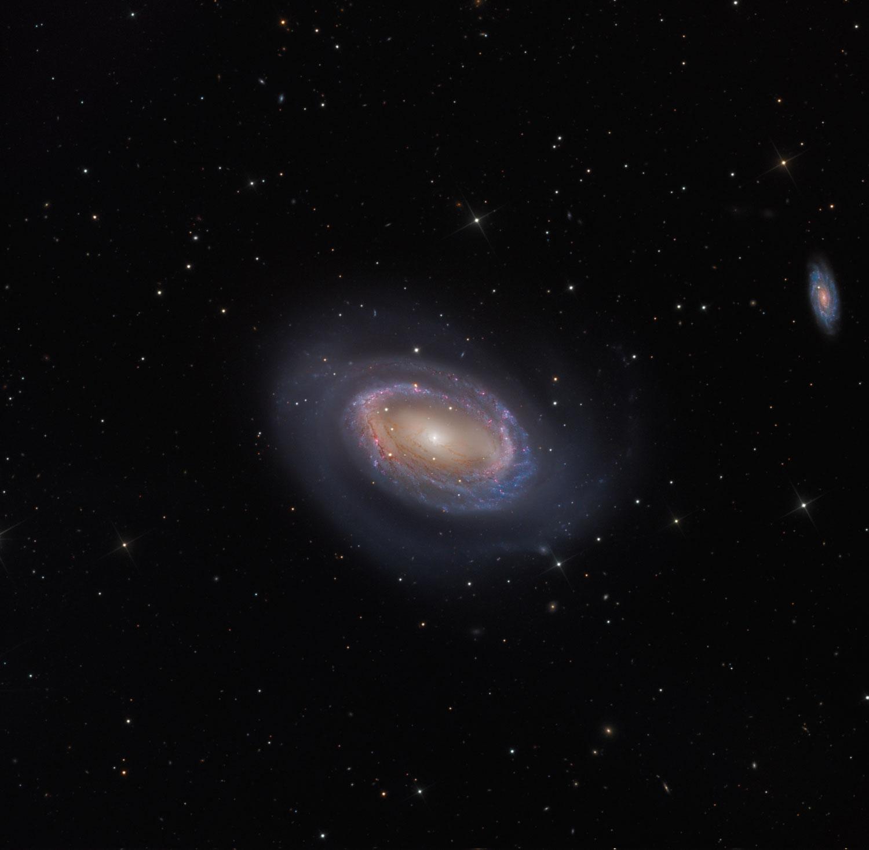 A galaxia espiral dun brazo NGC 4725