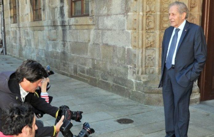 Claude Cohen-Tannoudji comparece ante os medios.