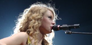 Taylor_Swift_Fearless_Tour_04