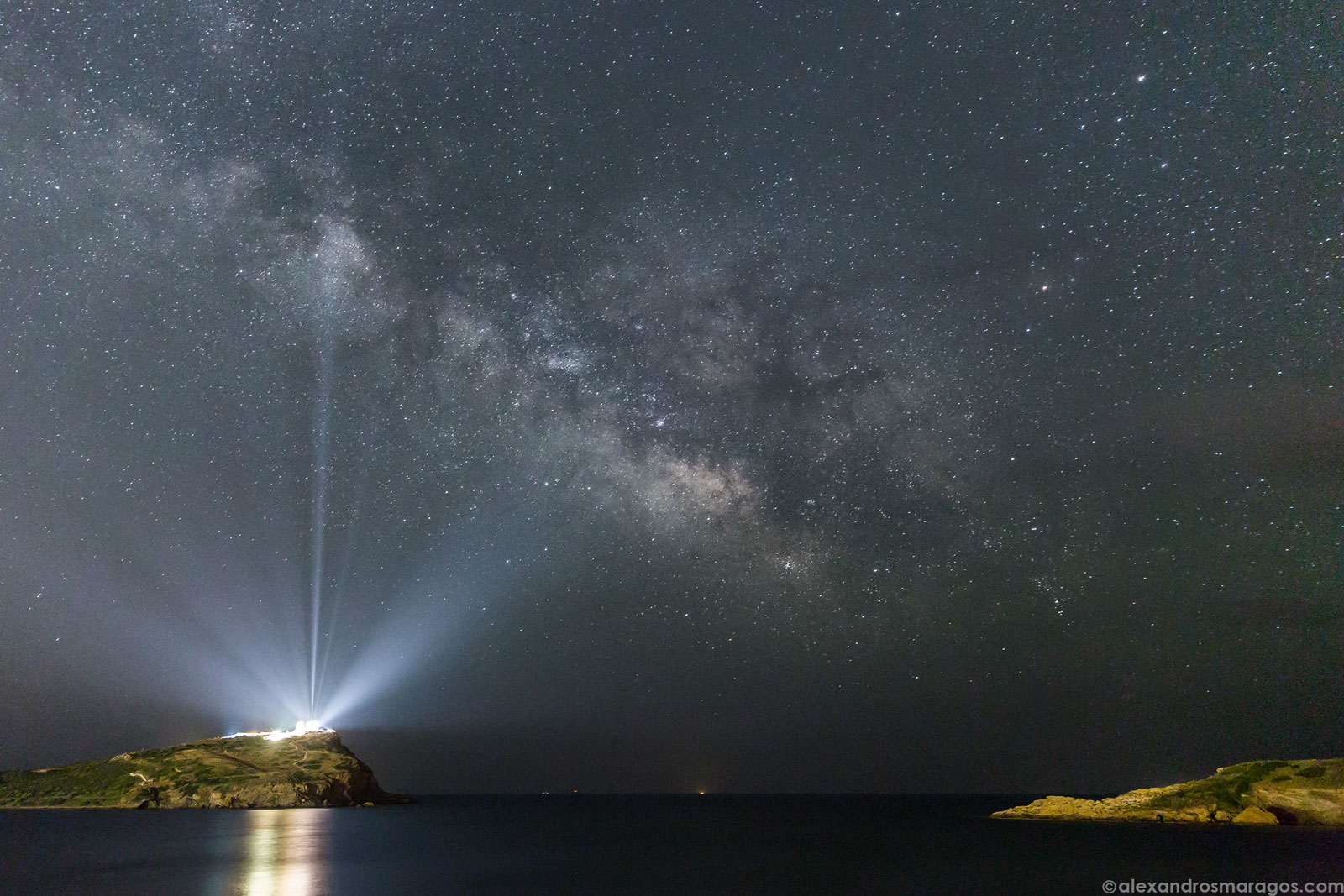 A Vía Láctea sobre o Templo de Poseidón