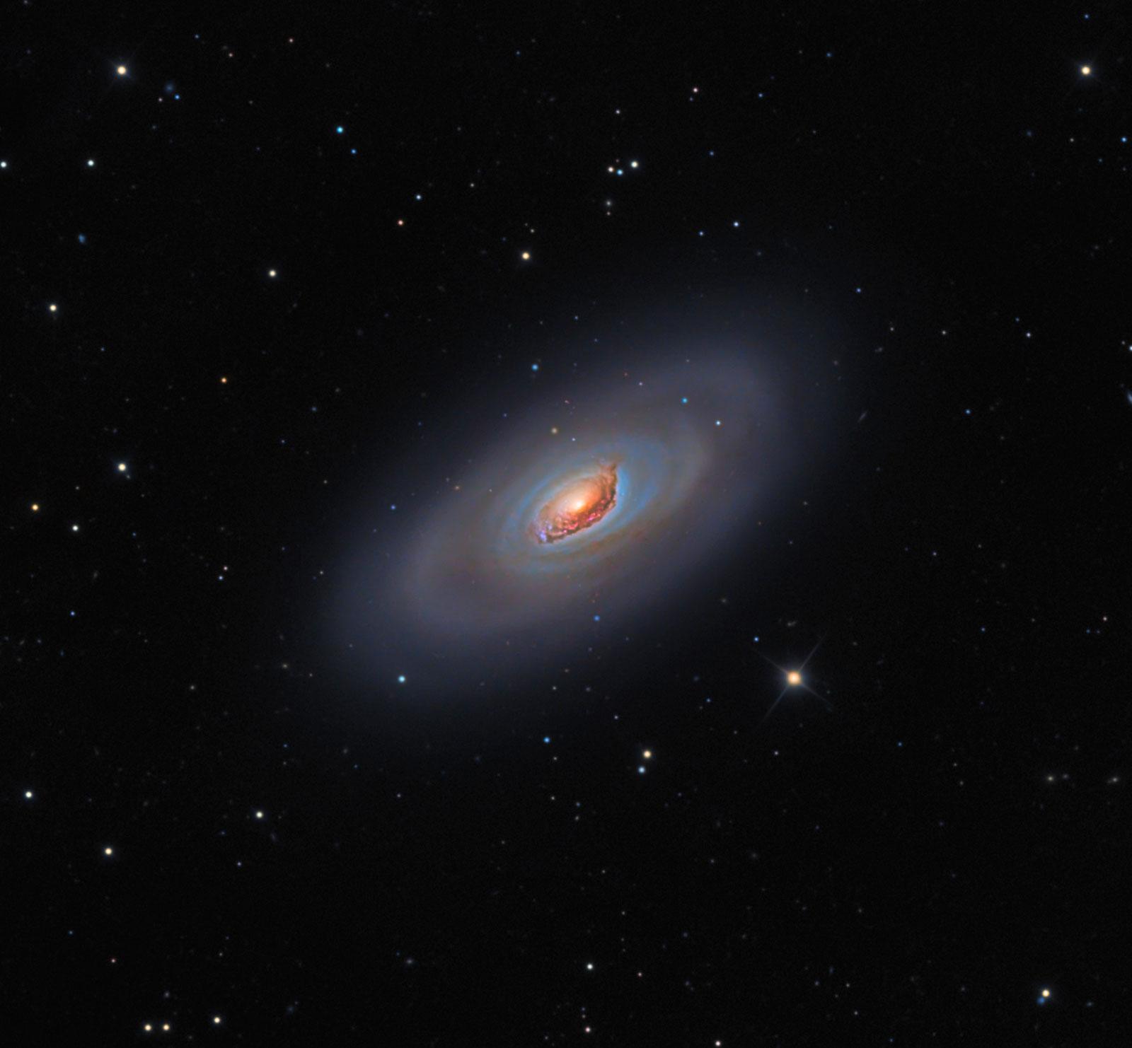 M64: a galaxia do Ollo Negro